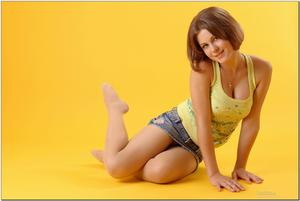 http://img234.imagevenue.com/loc210/th_279045961_tduid300163_sandrinya_model_denimmini_teenmodeling_tv_073_122_210lo.jpg