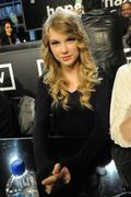 http://img234.imagevenue.com/loc223/th_16097_Taylor_Swift_Los_Angeles_1-22-2010_01_122_223lo.jpg