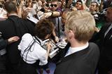 16 de octubre de 2008, VB en Ekseption, Madrid Th_63387_Celeb-City.org_-_Victoria_Beckham_-_promoting_dVb_in_Madrid_009_122_414lo