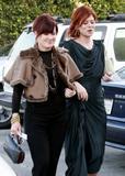 th_05126_Debra_Messing_arrives_at_Diamond_Fashion_Show_Preview_CU_ISA_15_122_512lo.jpg