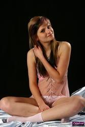 http://img234.imagevenue.com/loc517/th_750296973_Leonie_Gallery_060_007_123_517lo.jpg