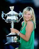 Les plus belles photos et vidéos de Maria Sharapova Th_44088_Offcourt_At_The_Australian_Open_2008_04_123_575lo