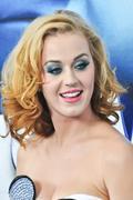 Katy Perry en Blonde sexy pour la 1ère des Shtroumps a New York !